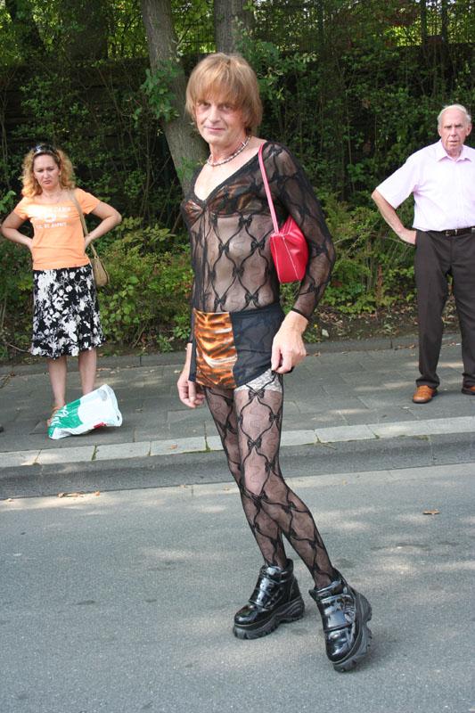 IMAGE: http://www.thegirlnextdoor.de/loveparade2007/loveparade2007/016.jpg